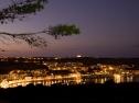 Wardija Hiltop Village vista notturna